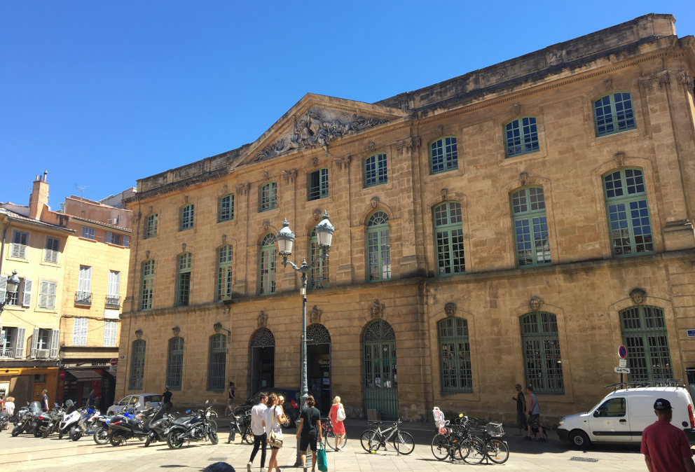 halle aux grains corn exchange aix en provence