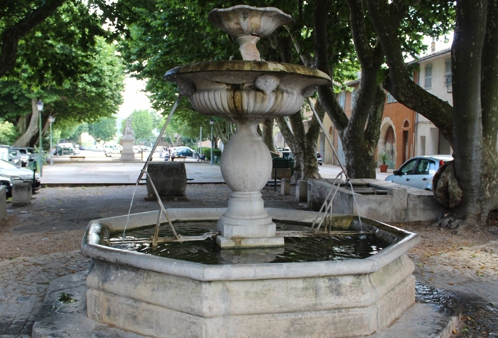 carces fontaine